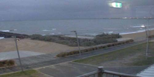 Elwood Beach and passing ships. -  live webcam , Victoria Melbourne